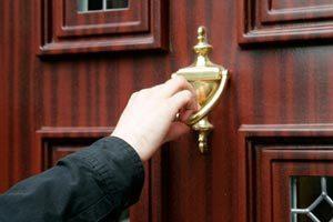 knock-door,آموزش زبان انگلیسی,یادگیری زبان انگلیسی,منابع تقویت مکالمه انگلیسی,تقویت مهارت خواندن,مهارت نوشتاری, کاربرد لغات,bang,bump, زبان انگلیسی,knock,bash