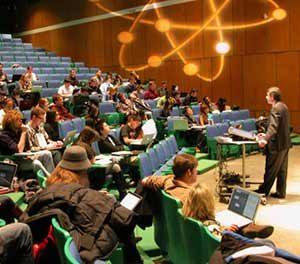 تفاوت بین teach ، lecture و train